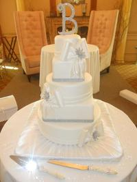 wedding cake with bows